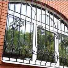 Решетки на окнах кованые