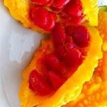 Раскрытый плод момордики